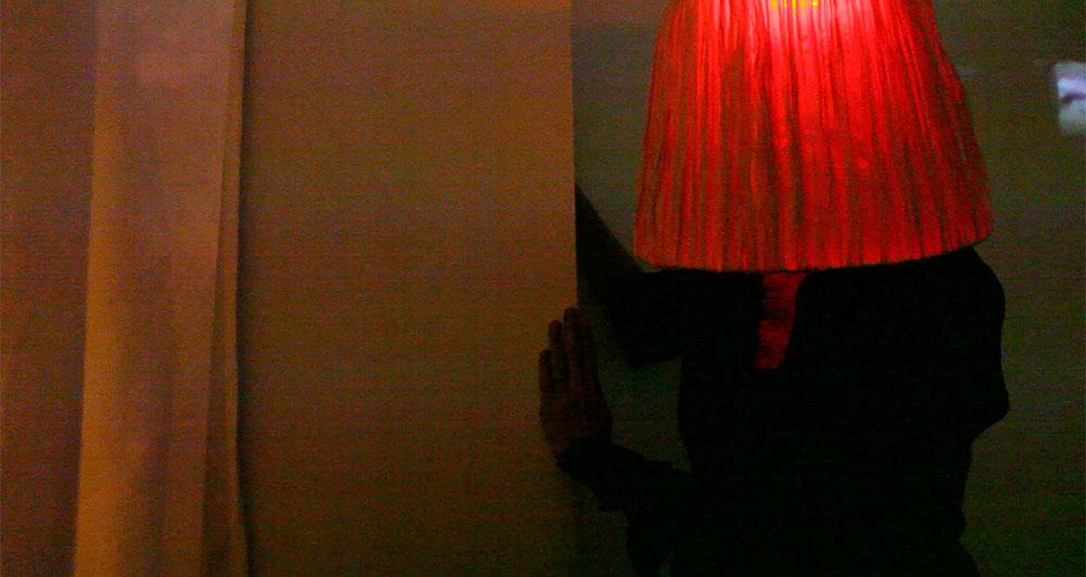 Femme lampe galerie Rue Française