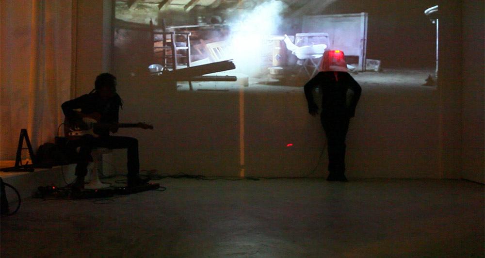 Performance Elodie Lachaud /femme lampe